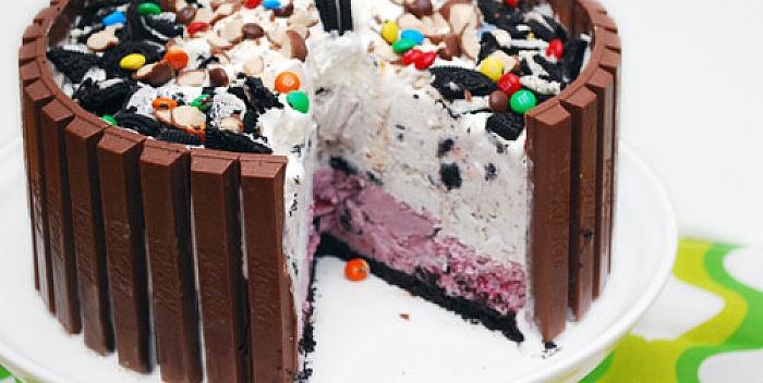 Sladoled torta sa ogradom od čokoladica