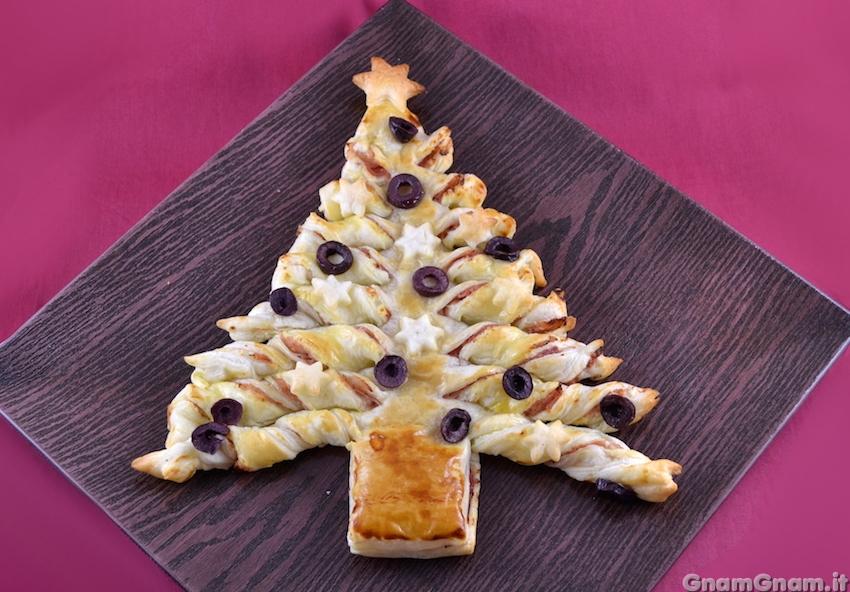 Božićno drvce od lisnatog tijesta